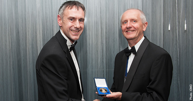 Dr David Farrar CSci receives Chapman Medal at IOM3 Awards 2016